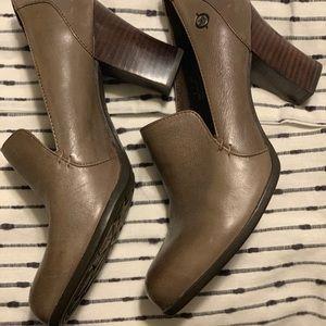 Born heel size 9. Like new barely worn.